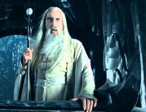 Christopher Lee interpretando a Saruman