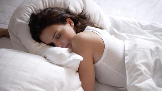 Entre los beneficios de dormir bien se encuentra el de mejorar la memoria.