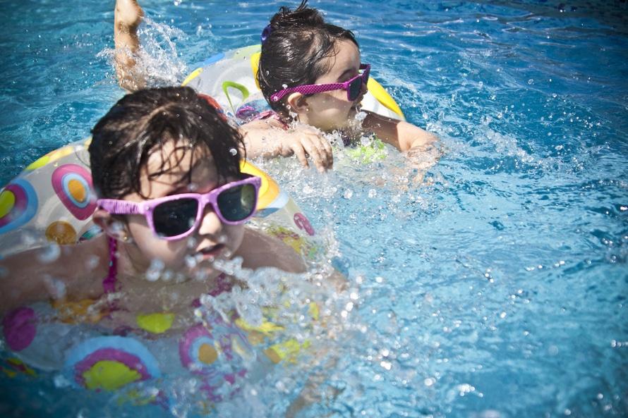 evitar accidentes en la piscina