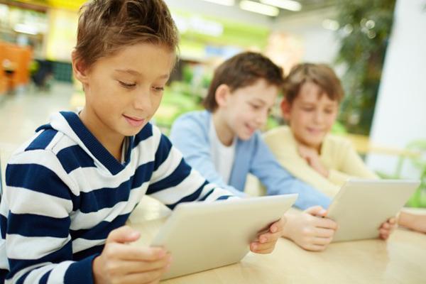 Educa a tus hijos en el ámbito de la cultura digital.