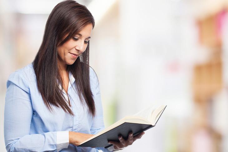 La importancia de la lectura en nuestra salud mental se percibe claramente al mencionar algunos de los beneficios más importantes de esta actividad en nuestro organismo.
