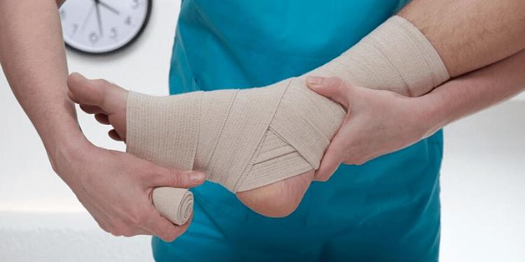 Cómo hacer un vendaje para esguince de tobillo